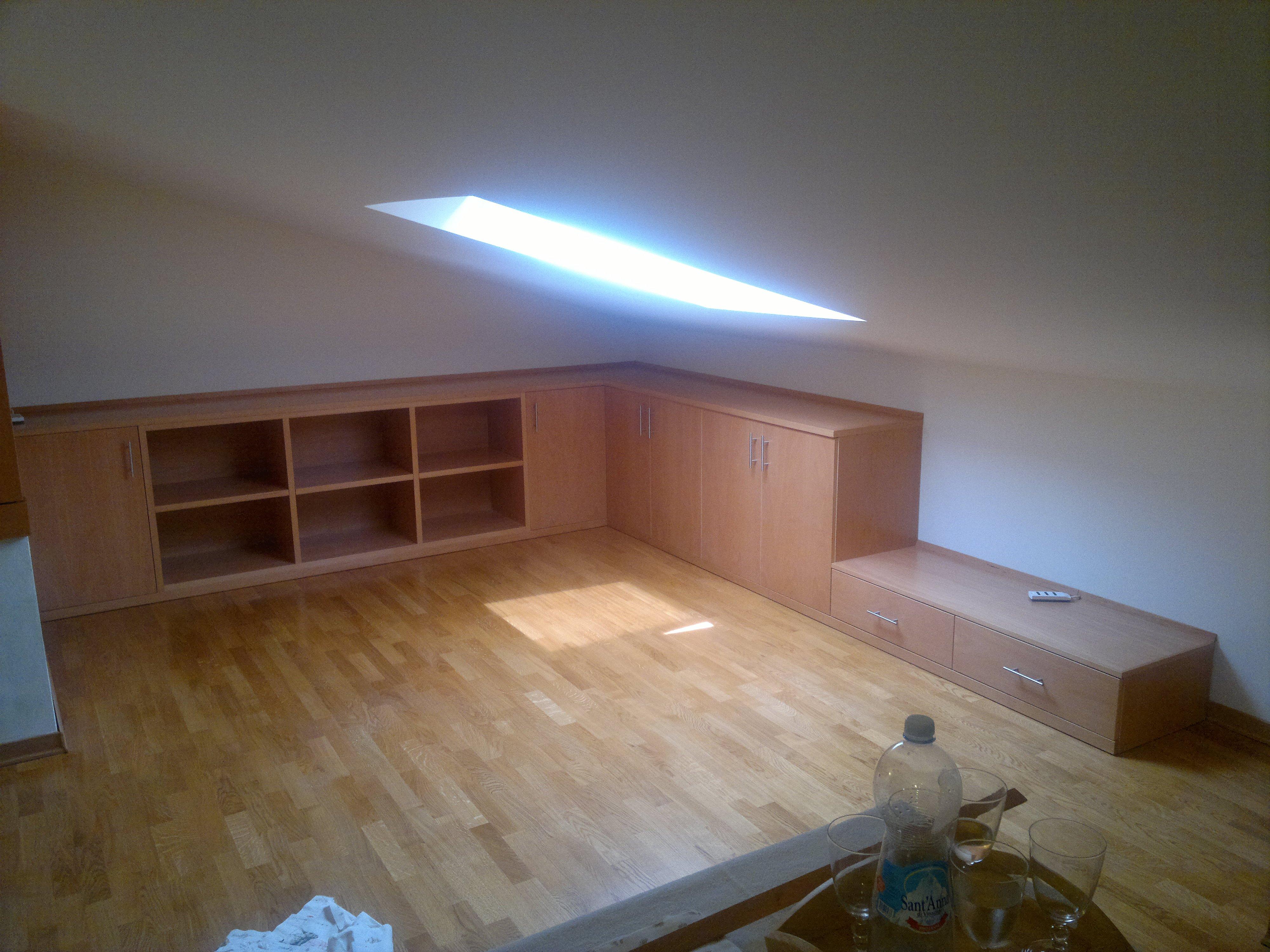mobili ripostiglio sottoscala mobili sotto tetto mobili per mansarde ...