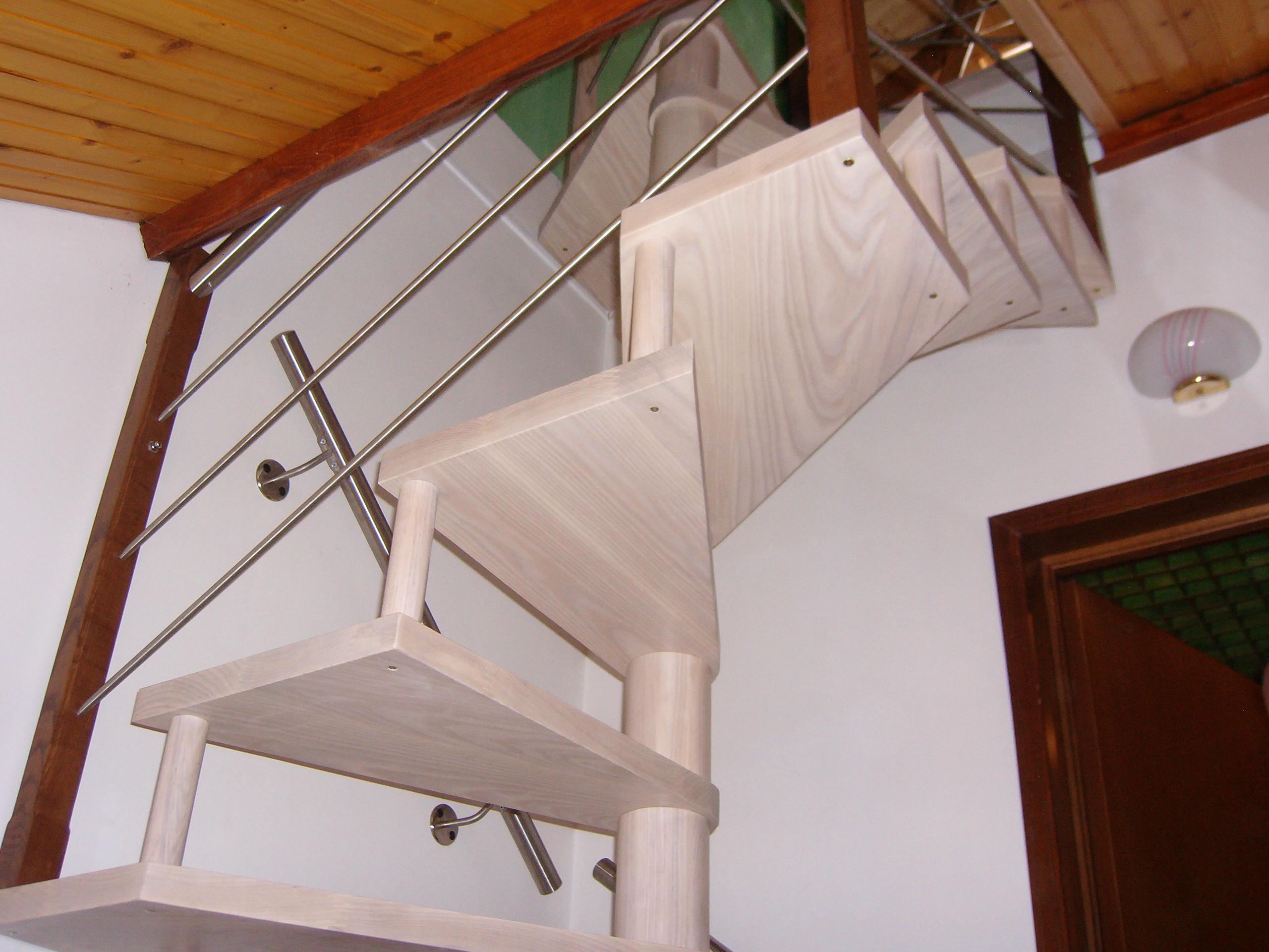 Casa di campagna scale per interni economiche prezzi for Scale in legno prezzi