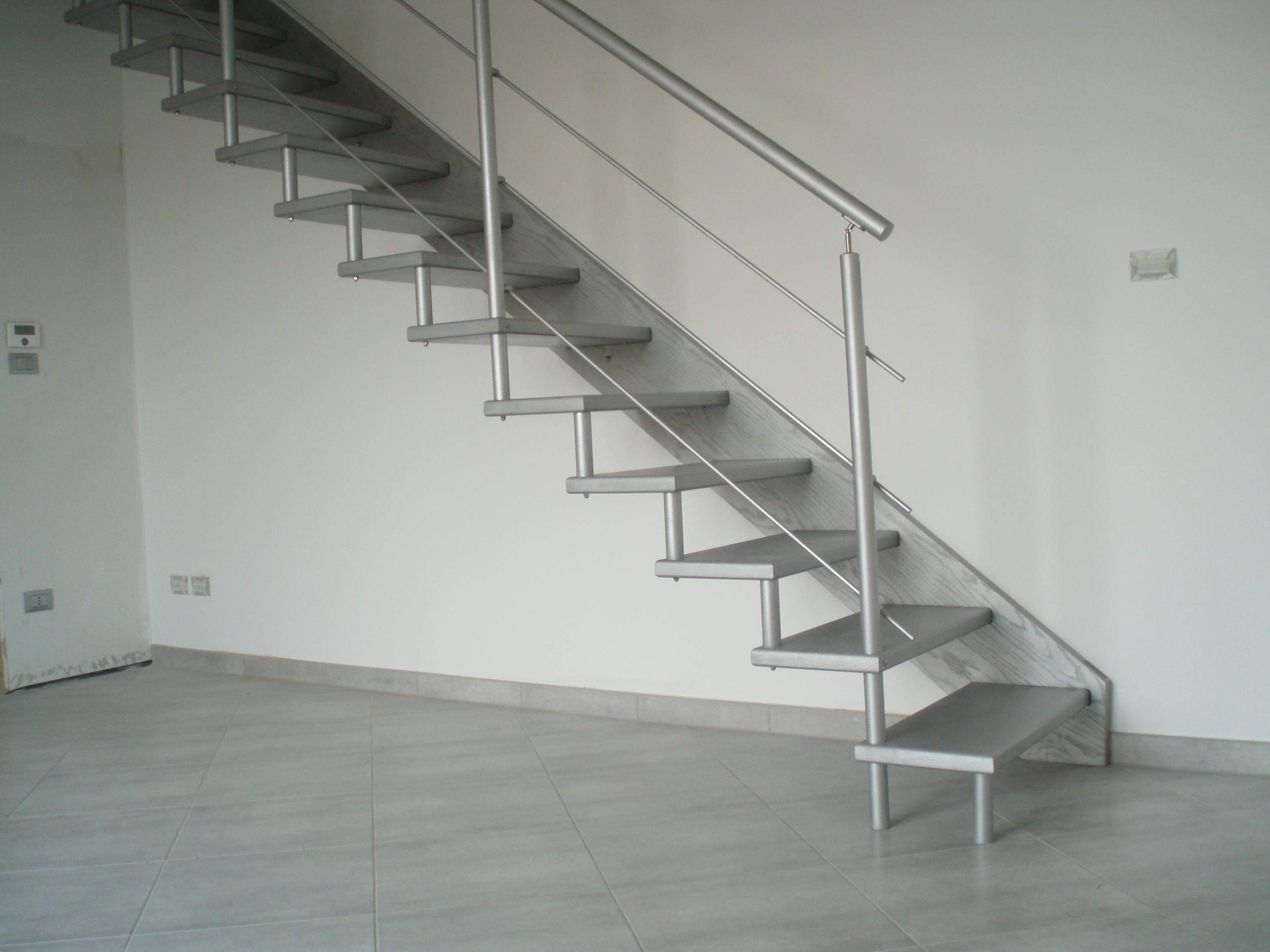 Scale interne in legno e metallo, scale a giorno, in acciaio inox, scale economiche, produzione ...